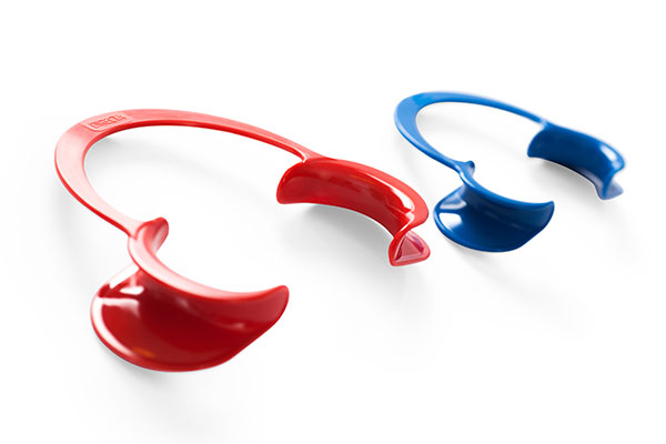 Directa Cheek Retractor - Easy to place, one-piece design